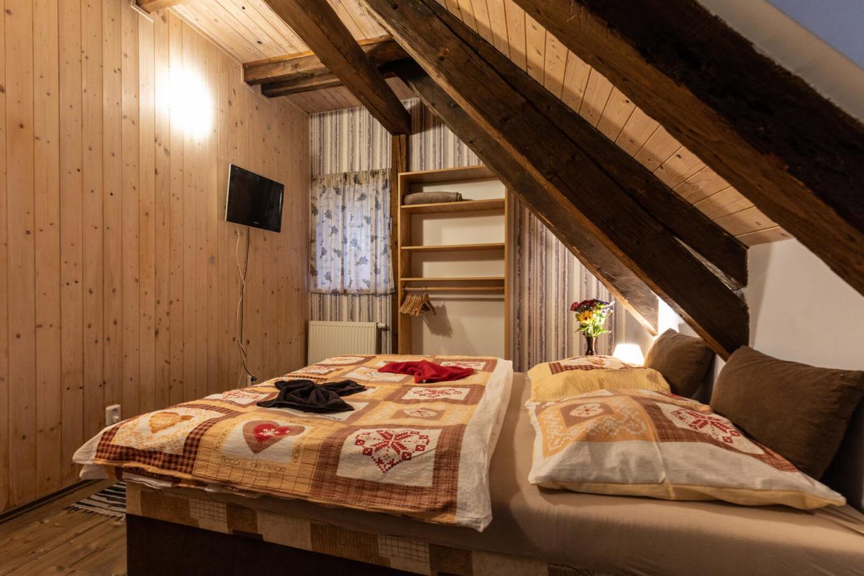 Podkrovní dvoulůžkový pokoj Chata Rychtářka
